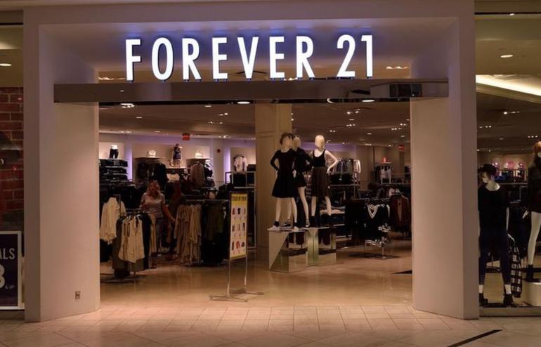 Pernah meraih omzet 4,4 M dollar, Forever 21 bangkrut?